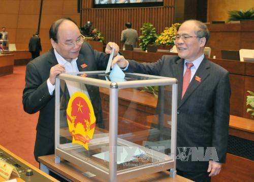 越南国会同意免去阮生雄的国会主席和国家选举委员会主席职务 hinh anh 1