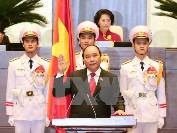 各国政府首脑向越南新任政府总理阮春福致贺电 hinh anh 1