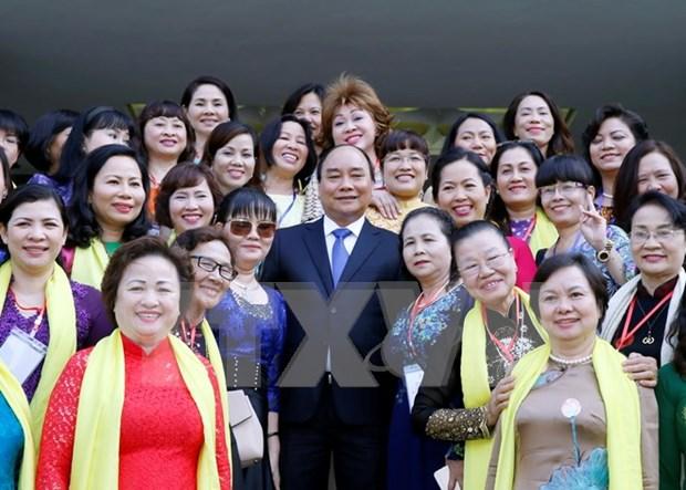 越南政府总理阮春福与女企业家协会代表会面 hinh anh 1