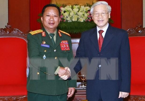 越南党和国家领导人会见老挝国防部长 hinh anh 1