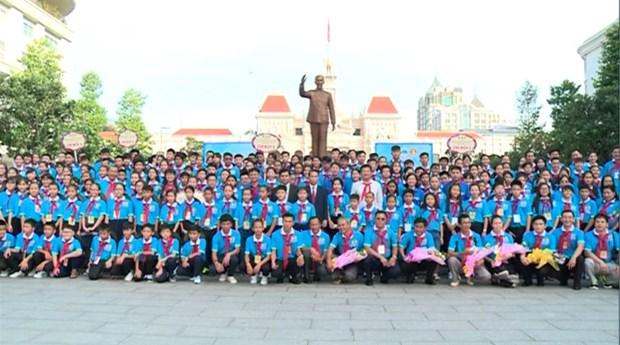 越老柬三国少年儿童文化交流晚会在胡志明市举行 hinh anh 1