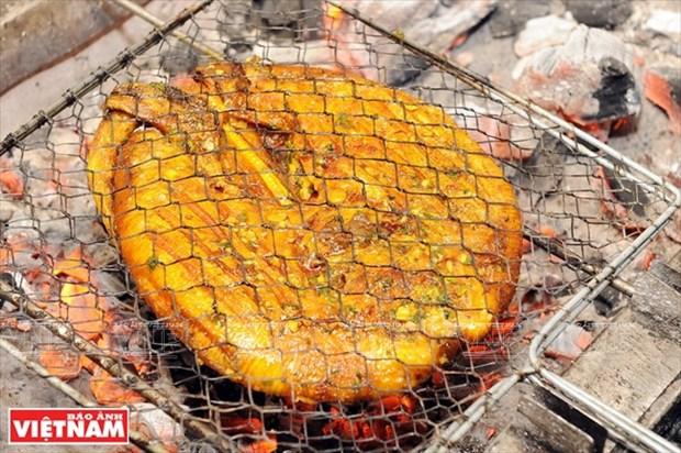 岘港市的特产:青椒烤鳐鱼 hinh anh 3