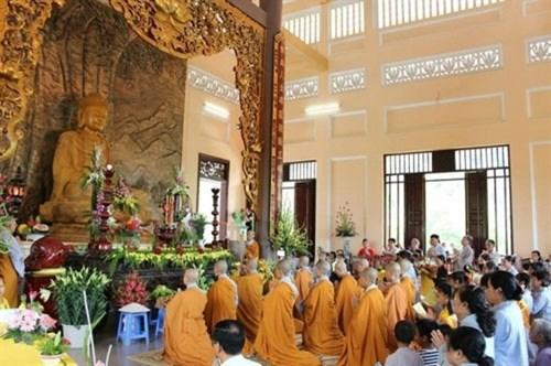 越南著名的五座寺里温暖人情的盂兰盆节 hinh anh 4
