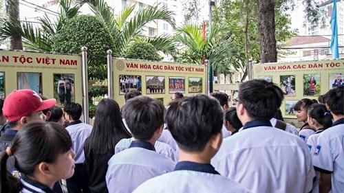 """""""越南各民族文化""""图片展在芹苴市举行 hinh anh 1"""