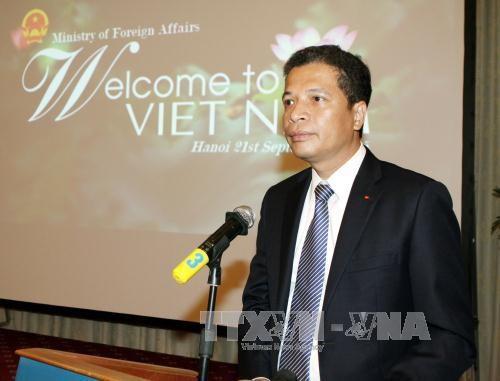 越南驻华大使邓明魁: 坚持奉行和平、自主的外交路线 hinh anh 1