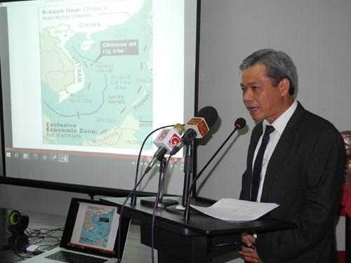 越南驻华大使邓明魁: 坚持奉行和平、自主的外交路线 hinh anh 3