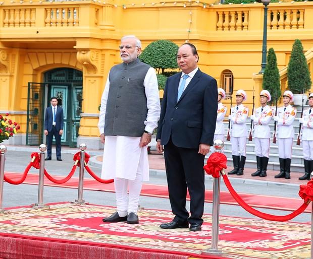印度总理纳伦德拉•莫迪开始对越南进行正式访问 hinh anh 1