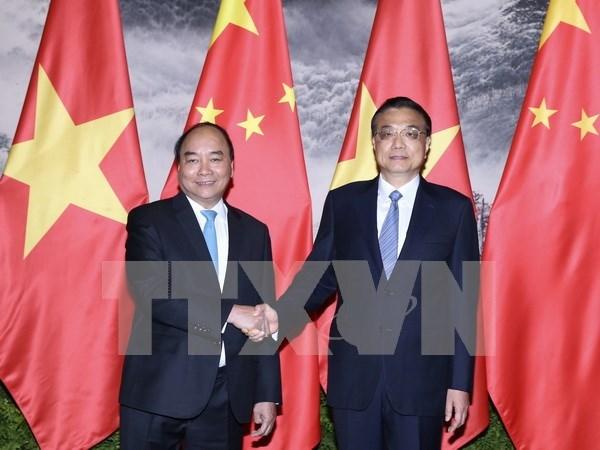 阮春福总理与中国国务院总理李克强举行会谈 hinh anh 1