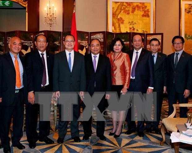 越南政府总理阮春福会见香港各企业和集团领导 hinh anh 1