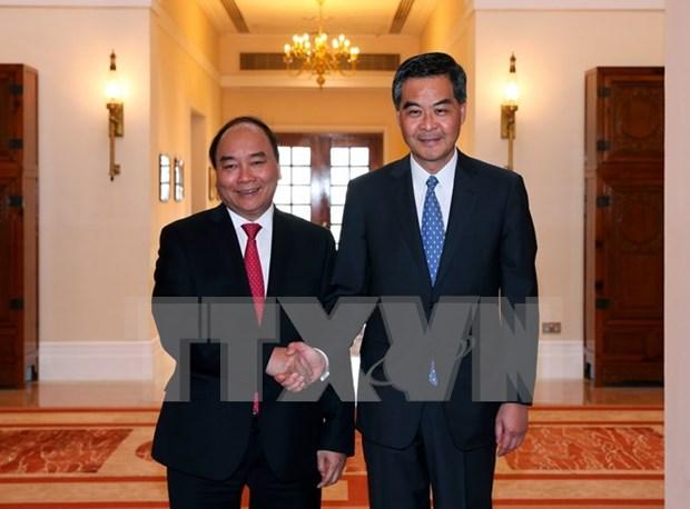 阮春福总理会见中国香港特别行政区行政长官梁振英 hinh anh 1