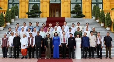 越南国家副主席邓氏玉盛会见巴地头顿省少数民族威信模范者代表团 hinh anh 1