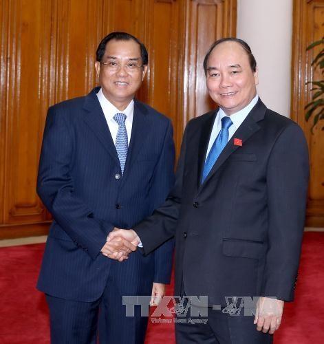 越南政府总理阮春福会见老挝计划投资部部长苏潘 hinh anh 1