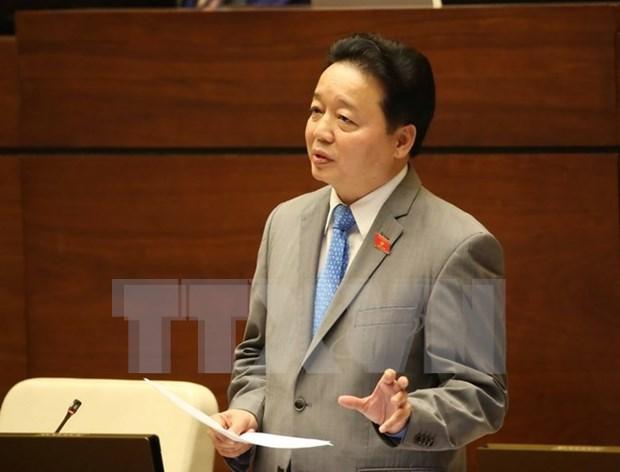 第十四届国会第二次会议: 自然资源与环境部部长陈红河回答国会代表质询 hinh anh 1