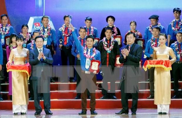 政府副总理王廷惠出席2016年第十一届梁定果奖颁奖仪式 hinh anh 1