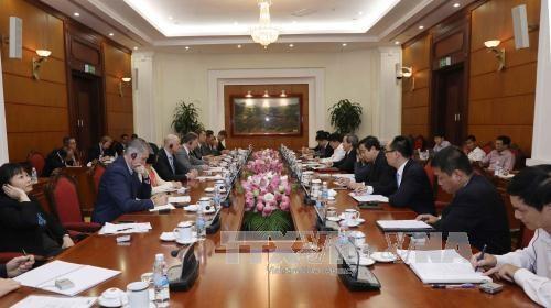 越共中央经济部部长会见越南欧洲商会制药协会区域高级代表团 hinh anh 1