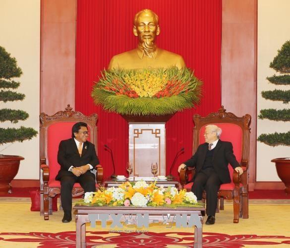 越共中央总书记阮富仲与越南国家主席陈大光会见印尼地方代表理事会主席乌斯曼 hinh anh 1