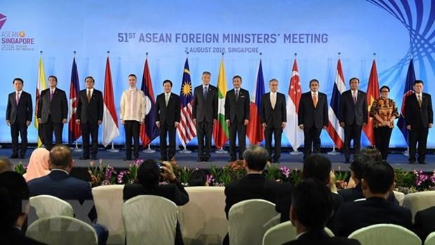 第51届东盟外长会议:东盟各国外长与伙伴代表召开会议 hinh anh 1