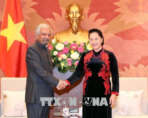 越南国会主席会见联合国常驻越南协调员与联合国儿童基金会驻越首席代表 hinh anh 1