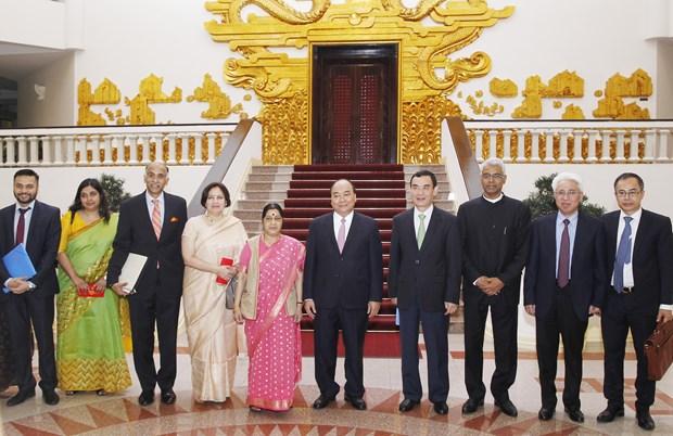 越南政府总理阮春福会见印度外交部长斯瓦拉吉 hinh anh 1