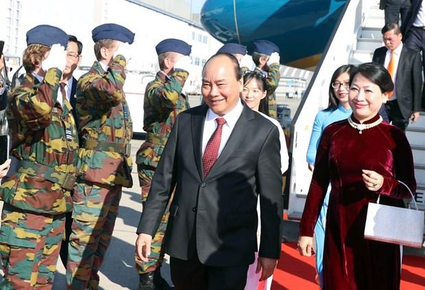 越南政府总理阮春福抵达布鲁塞尔 开始出席ASEM 12并对欧盟和比利时进行访问之旅 hinh anh 1