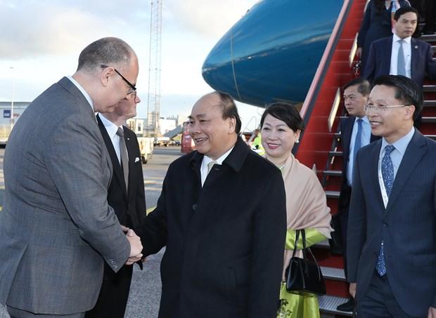 政府总理阮春福抵达哥本哈根出席P4G峰会和对丹麦进行正式访问 hinh anh 2