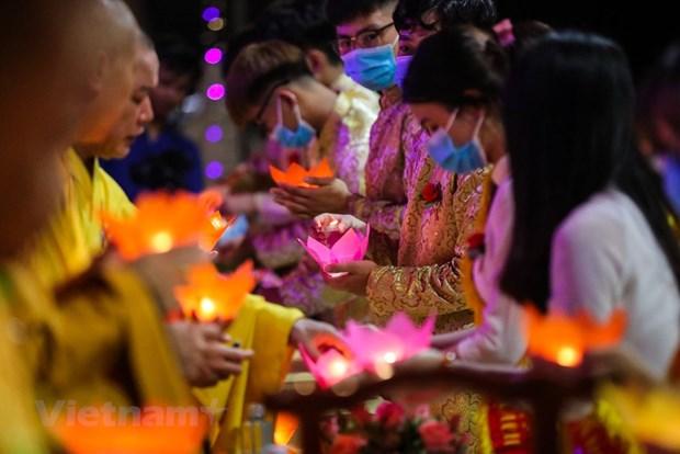 组图:僧尼佛子佩戴口罩在宁早寺参加盂兰盆节 hinh anh 8