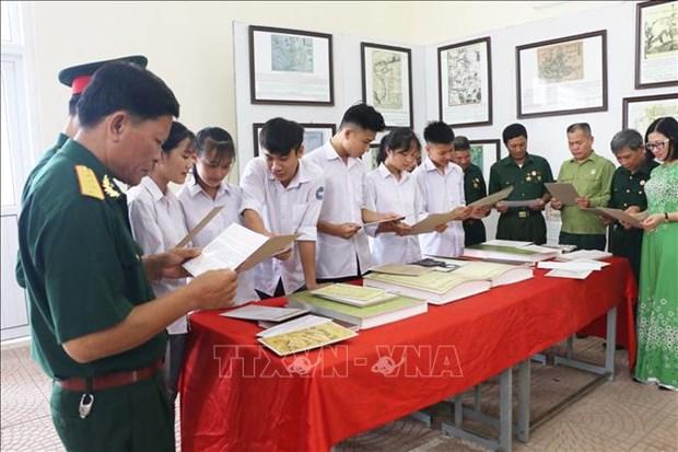 """""""黄沙和长沙归属越南:历史证据和法律依据""""资料图片展亮相和平省 hinh anh 2"""