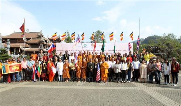 2019年联合国卫塞节:国际代表团出席在番西邦山峰举行的祈求国泰民安大典 hinh anh 2