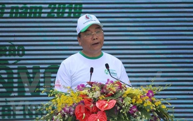 政府总理阮春福参加步行活动 呼吁全社会携手防止塑料垃圾污染 hinh anh 1