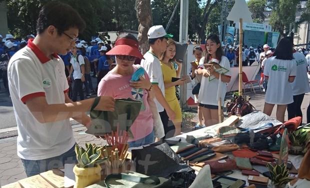 政府总理阮春福参加步行活动 呼吁全社会携手防止塑料垃圾污染 hinh anh 2