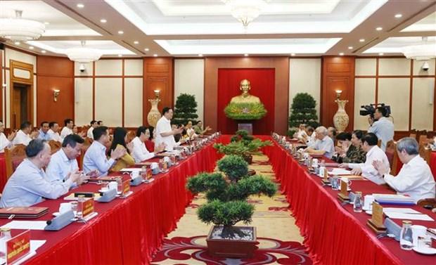 面向越共十三大:中央政治局同河内市委常委会举行工作座谈会 hinh anh 1