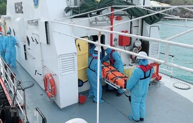 庆和省:及时将四名在海上受重伤的外国船员送上岸接受治疗 hinh anh 1