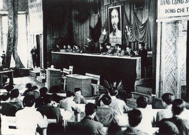 """通过""""伟大的越南共产党""""展览会加强爱国传统教育 hinh anh 1"""
