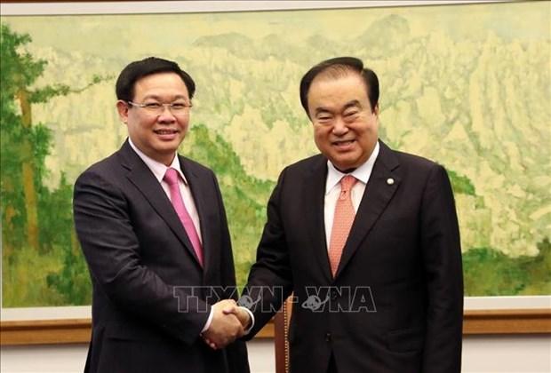 越南政府副总理王廷惠会见韩国总理和国会议长 hinh anh 2