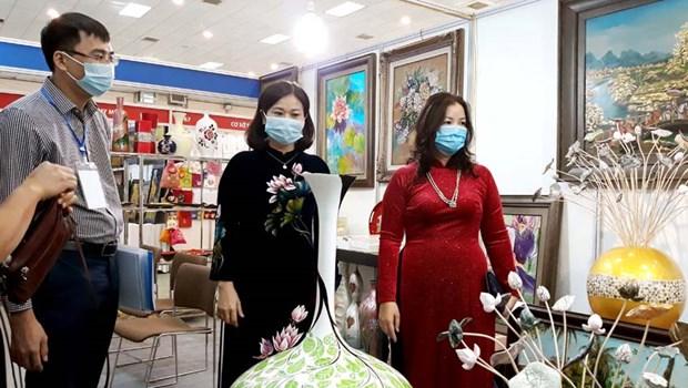 河内市举行2020年首都优质纪念品展销会 hinh anh 2
