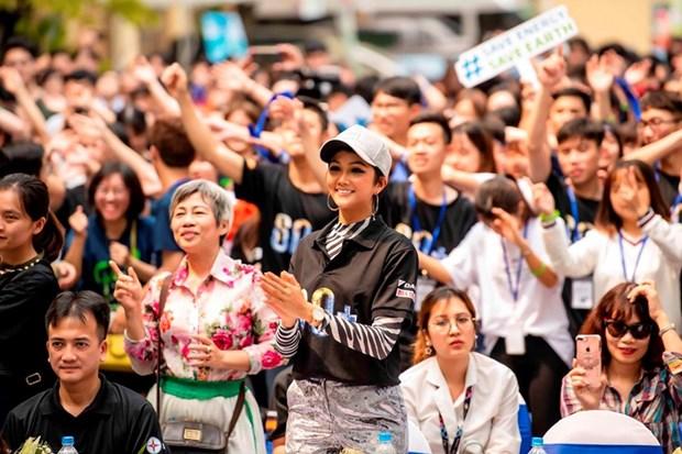 越南环球小姐赫姮尼依参与2019年地球1小时熄灯活动(组图) hinh anh 11