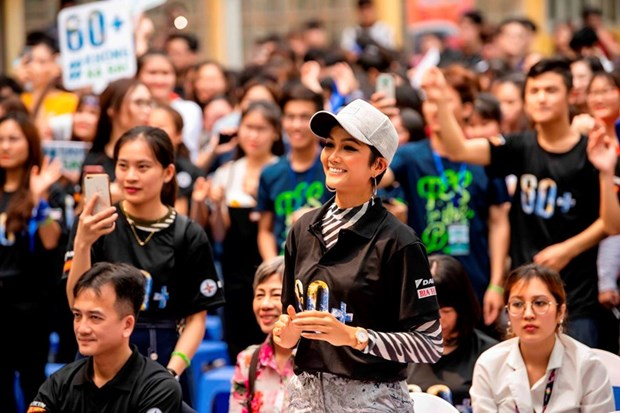 越南环球小姐赫姮尼依参与2019年地球1小时熄灯活动(组图) hinh anh 13