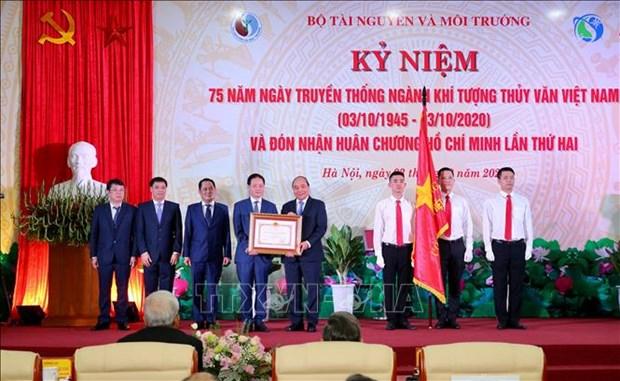 阮春福:越南天气预报和气象预警工作质量逐渐接近发达国家水平 hinh anh 1