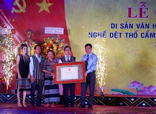 赫耶族同胞传统织锦手工业列入国家非物质文化遗产名单 hinh anh 1