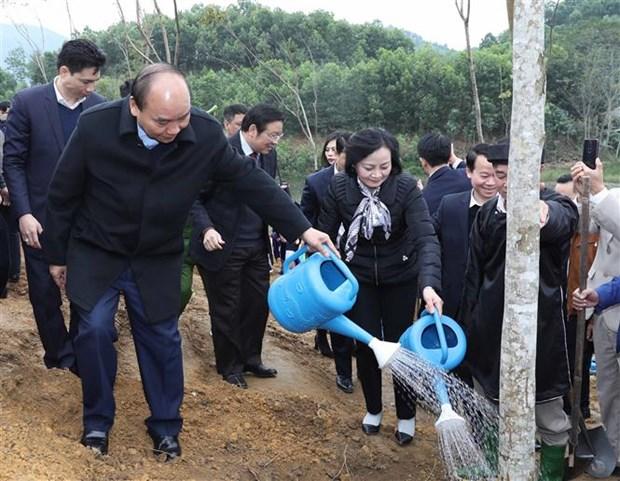 """越南政府总理阮春福在安沛省发起""""世代铭记胡伯伯功劳的植树节""""活动 hinh anh 1"""