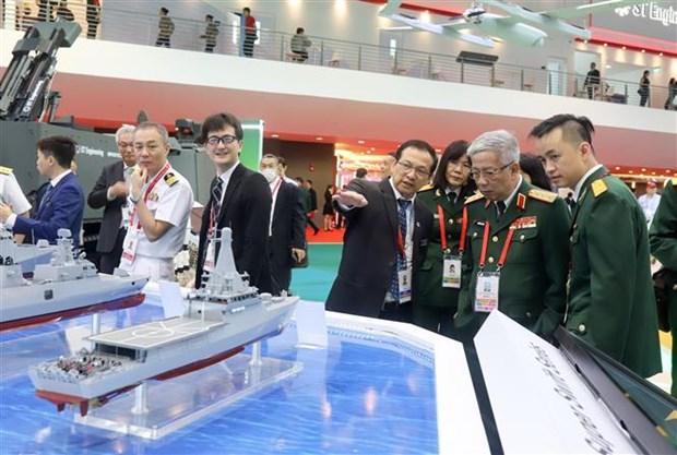 越南国防部代表团对新加坡进行工作访问 hinh anh 1