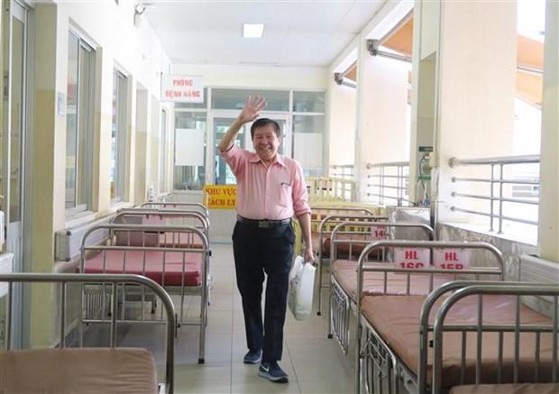新冠肺炎疫情:越南第15例新冠肺炎确诊病例治愈出院 hinh anh 1