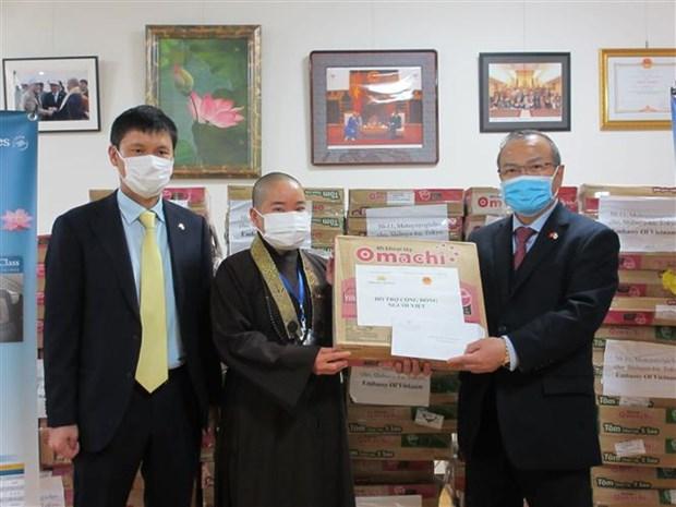 越南驻日本大使馆和越航驻日代表机构为受新冠肺炎疫情影响的越南人提供援助 hinh anh 1
