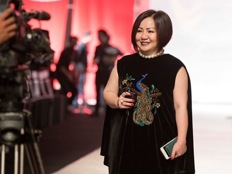 越南人首次担任东盟时装设计师协会主席职务 hinh anh 1