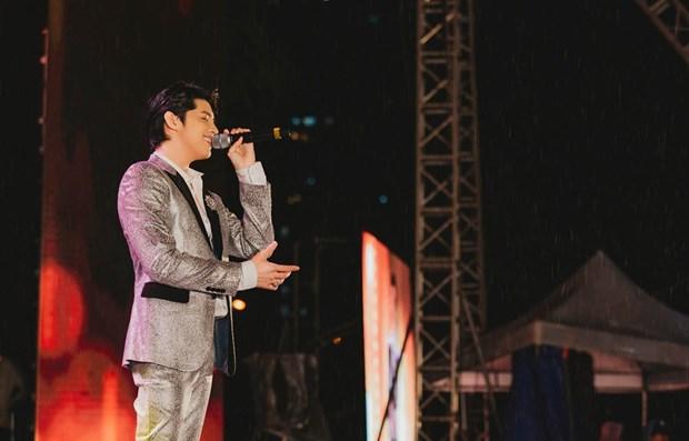 越南南北两地著名歌手将在2020年越韩美食节表演 hinh anh 1
