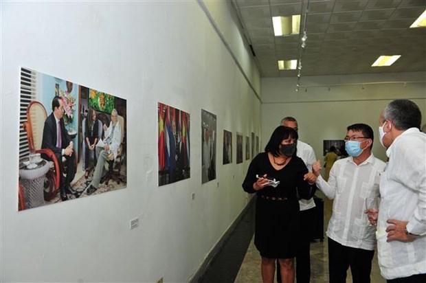 越南与古巴团结关系60周年图片展开展 hinh anh 1