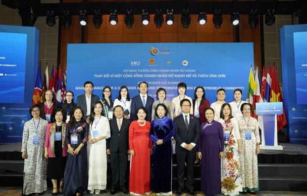 东盟女企业家峰会在河内举行 hinh anh 1