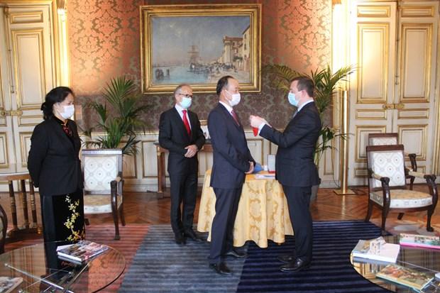 越南驻法国大使阮涉荣获法国总统的北斗倍星勋章 hinh anh 1