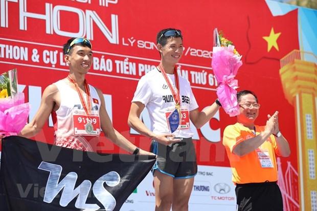 组图:2000名运动员参加在李山岛县举行的马拉松锦标赛 hinh anh 10