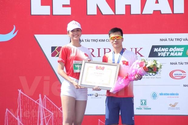 组图:2000名运动员参加在李山岛县举行的马拉松锦标赛 hinh anh 11